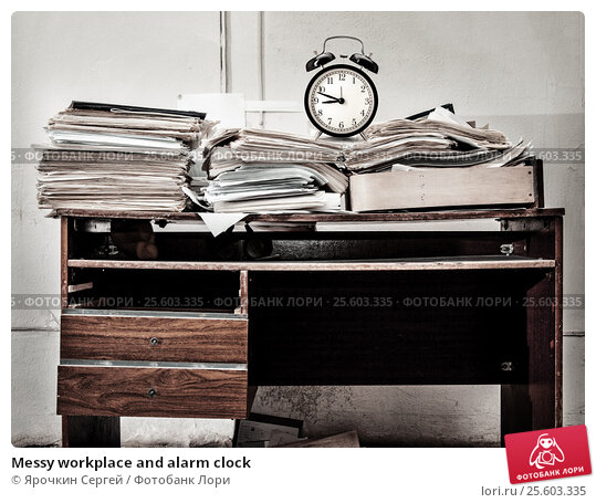 Купить «Messy workplace and alarm clock», фото № 25603335, снято 14 апреля 2014 г. (c) Ярочкин Сергей / Фотобанк Лори