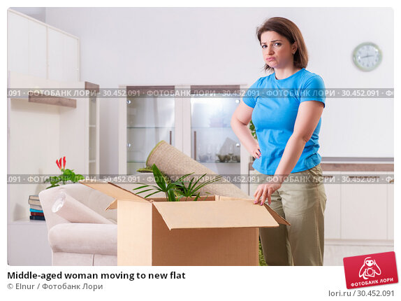 Middle-aged woman moving to new flat. Стоковое фото, фотограф Elnur / Фотобанк Лори