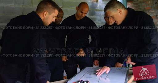 Купить «Military soliders discussing their plan 4k», видеоролик № 31882287, снято 27 июня 2018 г. (c) Wavebreak Media / Фотобанк Лори