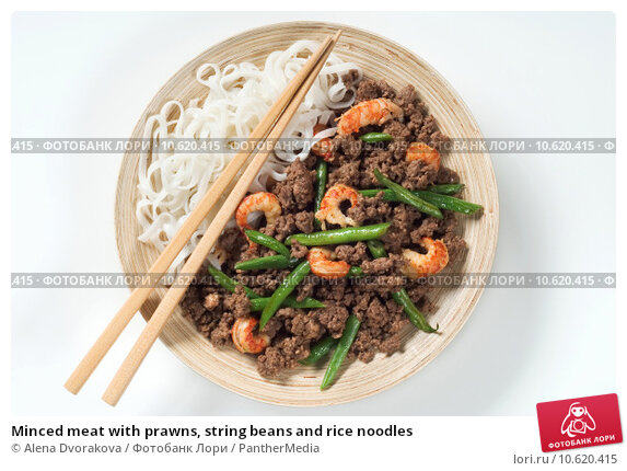 Minced meat with prawns, string beans and rice noodles . Стоковое фото, фотограф Alena Dvorakova / PantherMedia / Фотобанк Лори