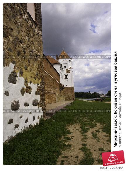 Мирский замок. Боковая стена и угловая башня, фото № 223483, снято 23 мая 2017 г. (c) Виктор Пелих / Фотобанк Лори