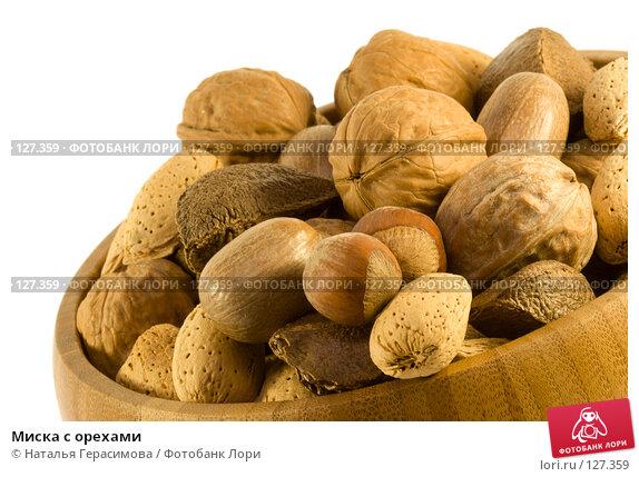 Миска с орехами, фото № 127359, снято 9 ноября 2007 г. (c) Наталья Герасимова / Фотобанк Лори