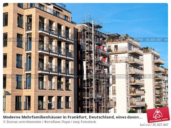 Moderne Mehrfamilienhäuser in Frankfurt, Deutschland, eines davon... Стоковое фото, фотограф Zoonar.com/elxeneize / easy Fotostock / Фотобанк Лори
