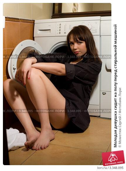 толстая девушка сидит на машинки стиральной фото