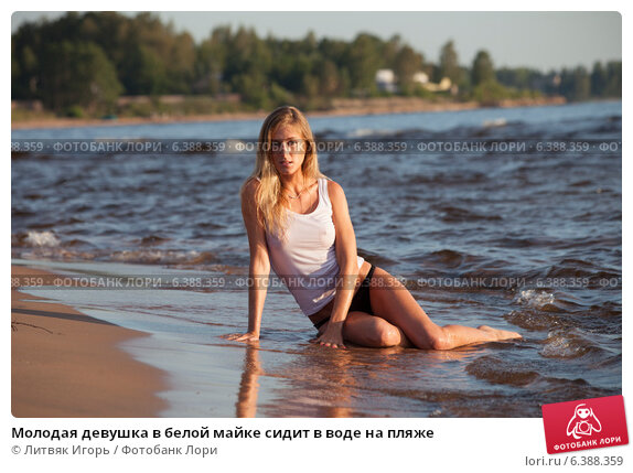 Фото девушек на пляже под водой