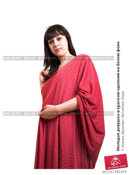 Молодая девушка в красном одеянии на белом фоне, фото № 182619, снято 9 января 2007 г. (c) Коваль Василий / Фотобанк Лори