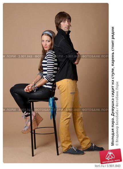 Девка и парень на стуле — img 12