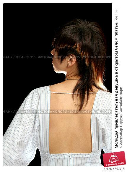 Молодая привлекательная девушка в открытом белом платье, не черном фоне, фото № 89315, снято 12 июня 2007 г. (c) Александр Паррус / Фотобанк Лори