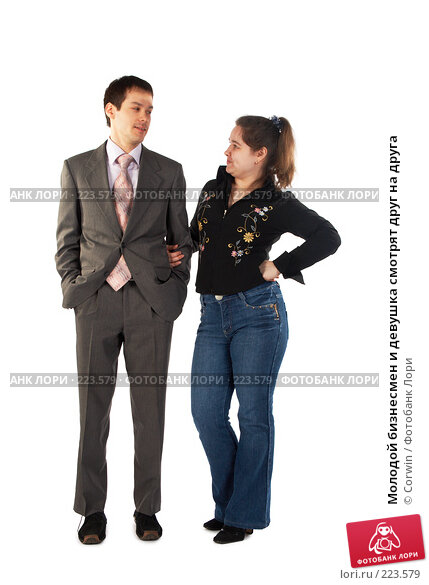 Молодой бизнесмен и девушка смотрят друг на друга, фото № 223579, снято 9 марта 2008 г. (c) Corwin / Фотобанк Лори