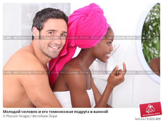 фотографировал подругу в ванной