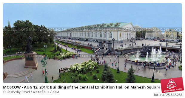 Купить «MOSCOW - AUG 12, 2014: Building of the Central Exhibition Hall on Manezh Square and Monument to Patriarch Hermogenes in the Alexander Garden, aerial view», фото № 25842283, снято 12 августа 2014 г. (c) Losevsky Pavel / Фотобанк Лори