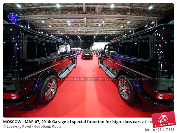 Купить «MOSCOW - MAR 07, 2016: Garage of special function for high-class cars at exhibition Oldtimer-Gallery in Sokolniki Exhibition Center. It is only one in Russia exhibition of vintage cars and technical antiques», фото № 28117383, снято 7 марта 2016 г. (c) Losevsky Pavel / Фотобанк Лори