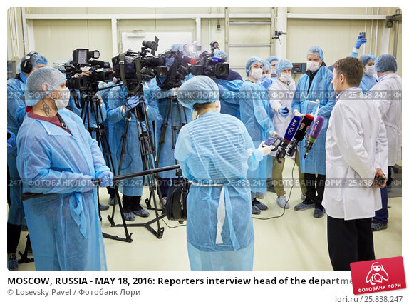 Купить «MOSCOW, RUSSIA - MAY 18, 2016: Reporters interview head of the department of trade and services of Moscow Alexey Nemeryuk at plant Russian Fish Factory during Fish Week», фото № 25838247, снято 18 мая 2016 г. (c) Losevsky Pavel / Фотобанк Лори