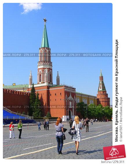 Москва. Кремль. Люди гуляют по Красной Площади, эксклюзивное фото № 279311, снято 5 мая 2008 г. (c) lana1501 / Фотобанк Лори