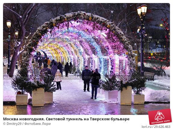 Купить «Москва новогодняя. Световой туннель на Тверском бульваре», эксклюзивное фото № 29626463, снято 25 декабря 2018 г. (c) Dmitry29 / Фотобанк Лори