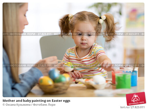 Купить «Mother and baby painting on Easter eggs», фото № 27823011, снято 21 октября 2018 г. (c) Оксана Кузьмина / Фотобанк Лори