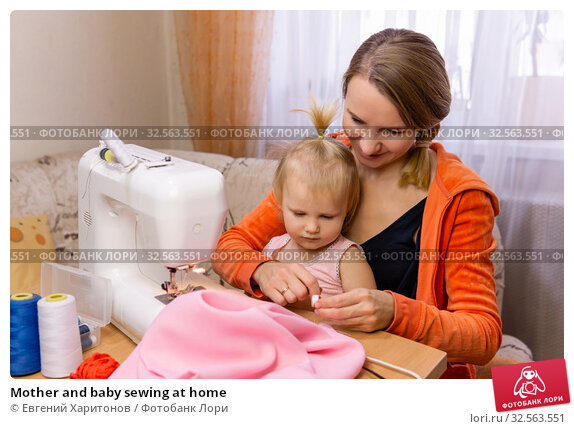 Mother and baby sewing at home. Стоковое фото, фотограф Евгений Харитонов / Фотобанк Лори