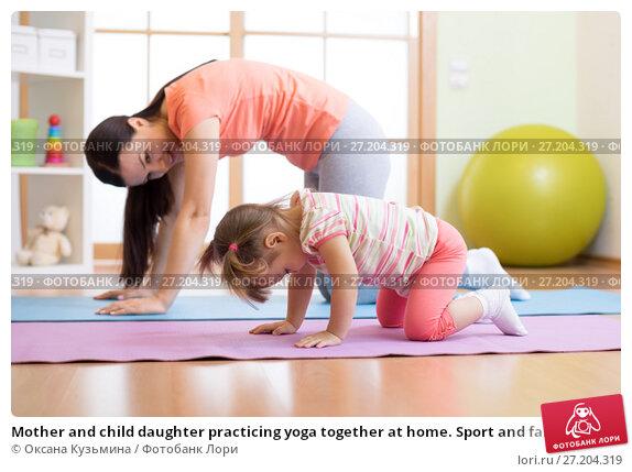 Купить «Mother and child daughter practicing yoga together at home. Sport and family concept», фото № 27204319, снято 1 ноября 2017 г. (c) Оксана Кузьмина / Фотобанк Лори