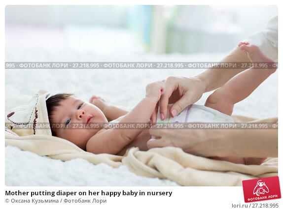 Купить «Mother putting diaper on her happy baby in nursery», фото № 27218995, снято 8 ноября 2017 г. (c) Оксана Кузьмина / Фотобанк Лори