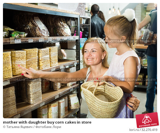 Купить «mother with daughter buy corn cakes in store», фото № 32270419, снято 17 октября 2019 г. (c) Татьяна Яцевич / Фотобанк Лори