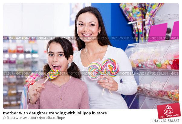 Купить «mother with daughter standing with lollipop in store», фото № 32538367, снято 22 января 2018 г. (c) Яков Филимонов / Фотобанк Лори
