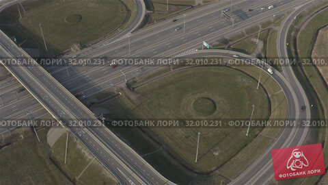 Купить «motorway with interchange and several exits», видеоролик № 32010231, снято 5 июня 2019 г. (c) Aleksandr Sulimov / Фотобанк Лори
