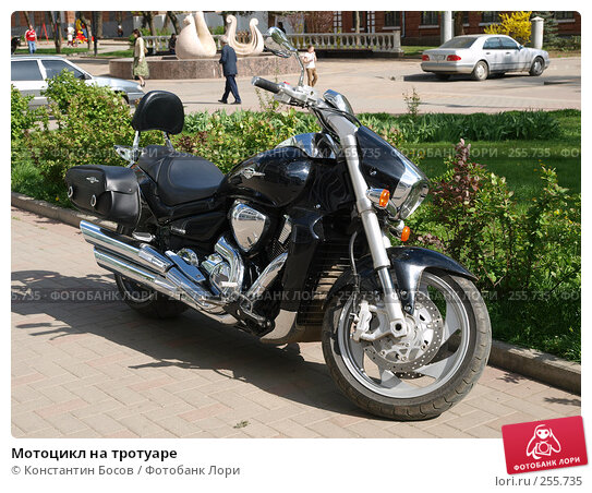 Мотоцикл на тротуаре, фото № 255735, снято 30 апреля 2017 г. (c) Константин Босов / Фотобанк Лори