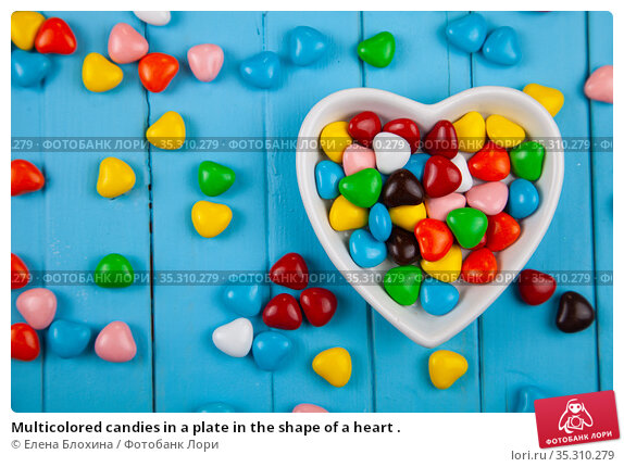 Multicolored candies in a plate in the shape of a heart . Стоковое фото, фотограф Елена Блохина / Фотобанк Лори
