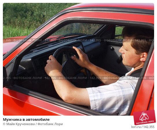 Мужчина в автомобиле, фото № 142355, снято 19 июня 2007 г. (c) Майя Крученкова / Фотобанк Лори