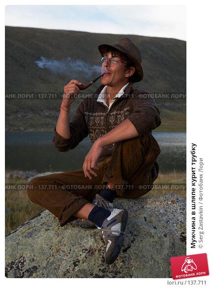 Купить «Мужчина в шляпе курит трубку», фото № 137711, снято 25 июля 2007 г. (c) Serg Zastavkin / Фотобанк Лори