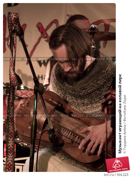 Музыкант играющий на колавой лире, фото № 164223, снято 28 октября 2016 г. (c) Гордина Алёна / Фотобанк Лори