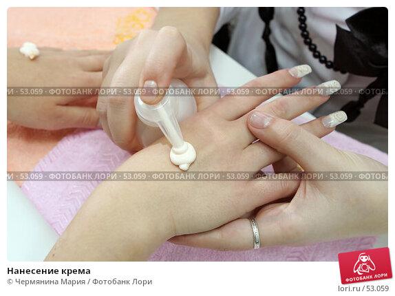 Нанесение крема, фото № 53059, снято 15 ноября 2006 г. (c) Чермянина Мария / Фотобанк Лори
