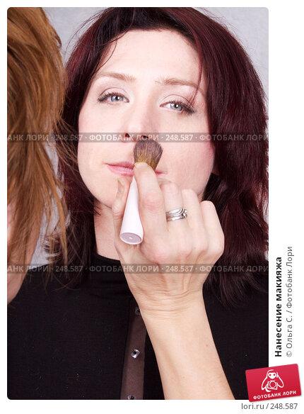 Нанесение макияжа, фото № 248587, снято 27 октября 2007 г. (c) Ольга С. / Фотобанк Лори