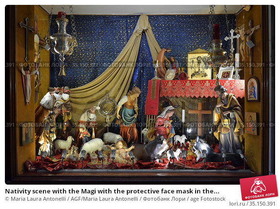 Nativity scene with the Magi with the protective face mask in the... Редакционное фото, фотограф Maria Laura Antonelli / AGF/Maria Laura Antonelli / age Fotostock / Фотобанк Лори