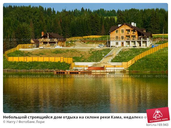Купить «Небольшой строящийся дом отдыха на склоне реки Кама, недалеко от Перми», фото № 69943, снято 1 июля 2007 г. (c) Harry / Фотобанк Лори