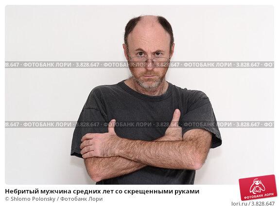 Небритый мужчина средних лет со скрещенными руками. Стоковое фото, фотограф Shlomo Polonsky / Фотобанк Лори