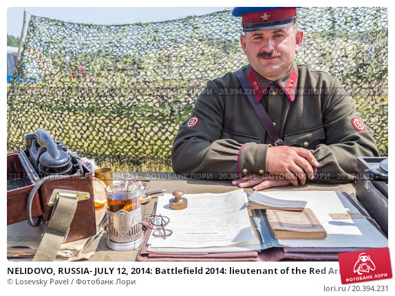 Купить «NELIDOVO, RUSSIA- JULY 12, 2014: Battlefield 2014: lieutenant of the Red Army at the desk», фото № 20394231, снято 12 июля 2014 г. (c) Losevsky Pavel / Фотобанк Лори
