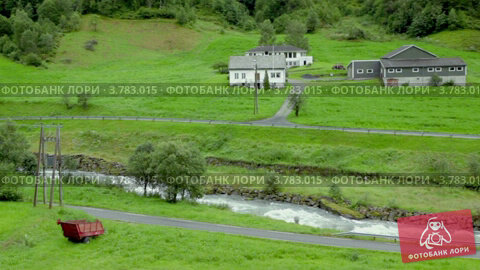 Купить «Несколько домов вблизи от реки, среди деревьев», видеоролик № 3783015, снято 15 мая 2012 г. (c) Losevsky Pavel / Фотобанк Лори