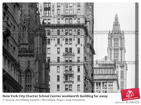 New York City Charter School Center woolworth building far away. Стоковое фото, фотограф Zoonar.com/Matej Kastelic / easy Fotostock / Фотобанк Лори