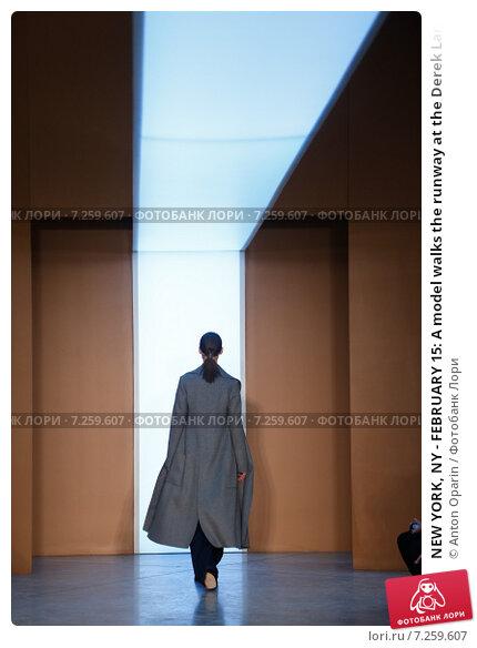 Купить «NEW YORK, NY - FEBRUARY 15: A model walks the runway at the Derek Lam Fashion Show during MBFW Fall 2015 at Pace Gallery on February 15, 2015 in NYC», фото № 7259607, снято 15 февраля 2015 г. (c) Anton Oparin / Фотобанк Лори