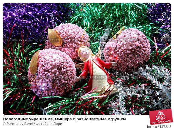 Новогодние украшения, мишура и разноцветные игрушки, фото № 137343, снято 4 декабря 2007 г. (c) Parmenov Pavel / Фотобанк Лори
