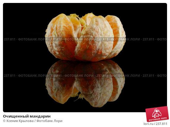 Купить «Очищенный мандарин», фото № 237811, снято 17 декабря 2017 г. (c) Ксения Крылова / Фотобанк Лори