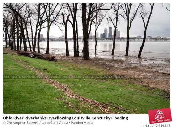 Купить «Ohio River Riverbanks Overflowing Louisville Kentucky Flooding», фото № 12619843, снято 22 февраля 2019 г. (c) PantherMedia / Фотобанк Лори