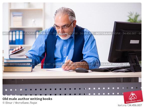 Old male author writing books. Стоковое фото, фотограф Elnur / Фотобанк Лори