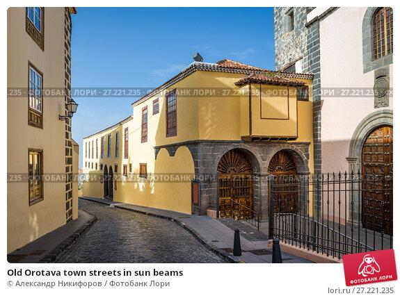 Купить «Old Orotava town streets in sun beams», фото № 27221235, снято 13 января 2017 г. (c) Александр Никифоров / Фотобанк Лори