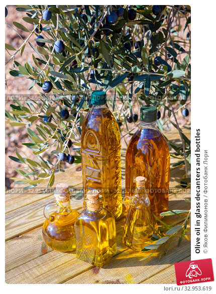 Olive oil in glass decanters and bottles. Стоковое фото, фотограф Яков Филимонов / Фотобанк Лори