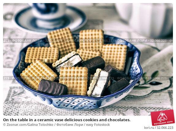 On the table in a ceramic vase delicious cookies and chocolates. Стоковое фото, фотограф Zoonar.com/Galina Tolochko / easy Fotostock / Фотобанк Лори