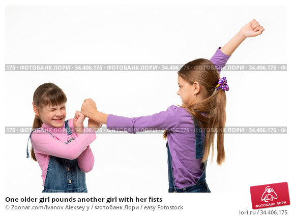 One older girl pounds another girl with her fists. Стоковое фото, фотограф Zoonar.com/Ivanov Aleksey y / easy Fotostock / Фотобанк Лори