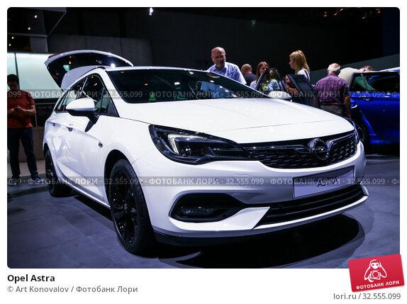 Купить «Opel Astra», фото № 32555099, снято 17 сентября 2019 г. (c) Art Konovalov / Фотобанк Лори