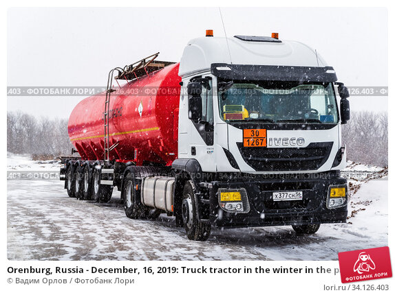 Купить «Orenburg, Russia - December, 16, 2019: Truck tractor in the winter in the parking lot during a snowfall», фото № 34126403, снято 16 декабря 2019 г. (c) Вадим Орлов / Фотобанк Лори